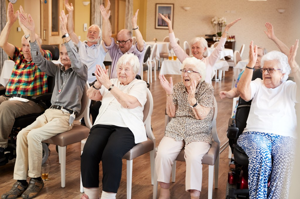 Bewegung mit Senioren, Bewegungsspiele Senioren, Klatschen und singen mit Senioren